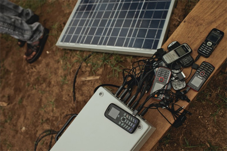 buffalogrid-solar-powered-cell-phone-chargers